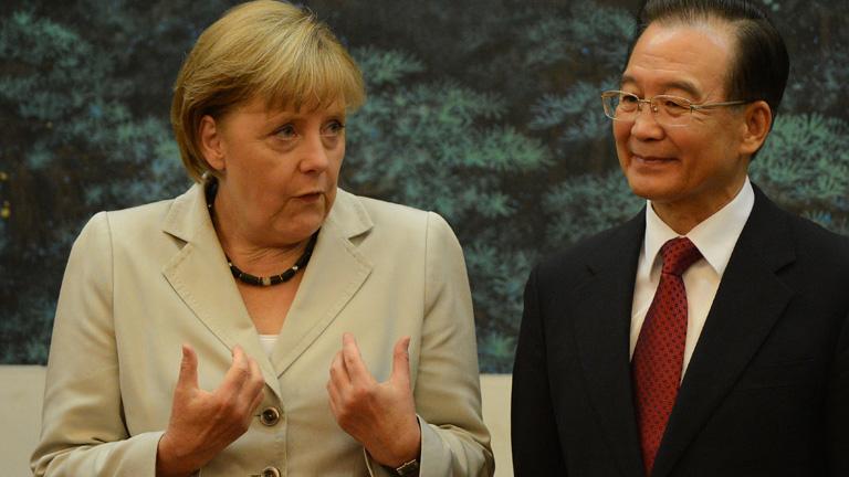 Merkel trata de calmar la inquietud china sobre la crisis de la eurozona