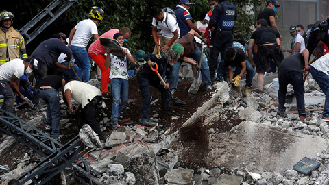 México busca a los atrapados por el terremoto