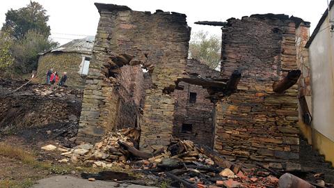 Miles de gallegos intentan recuperar su vida tras días de lucha contra el fuego