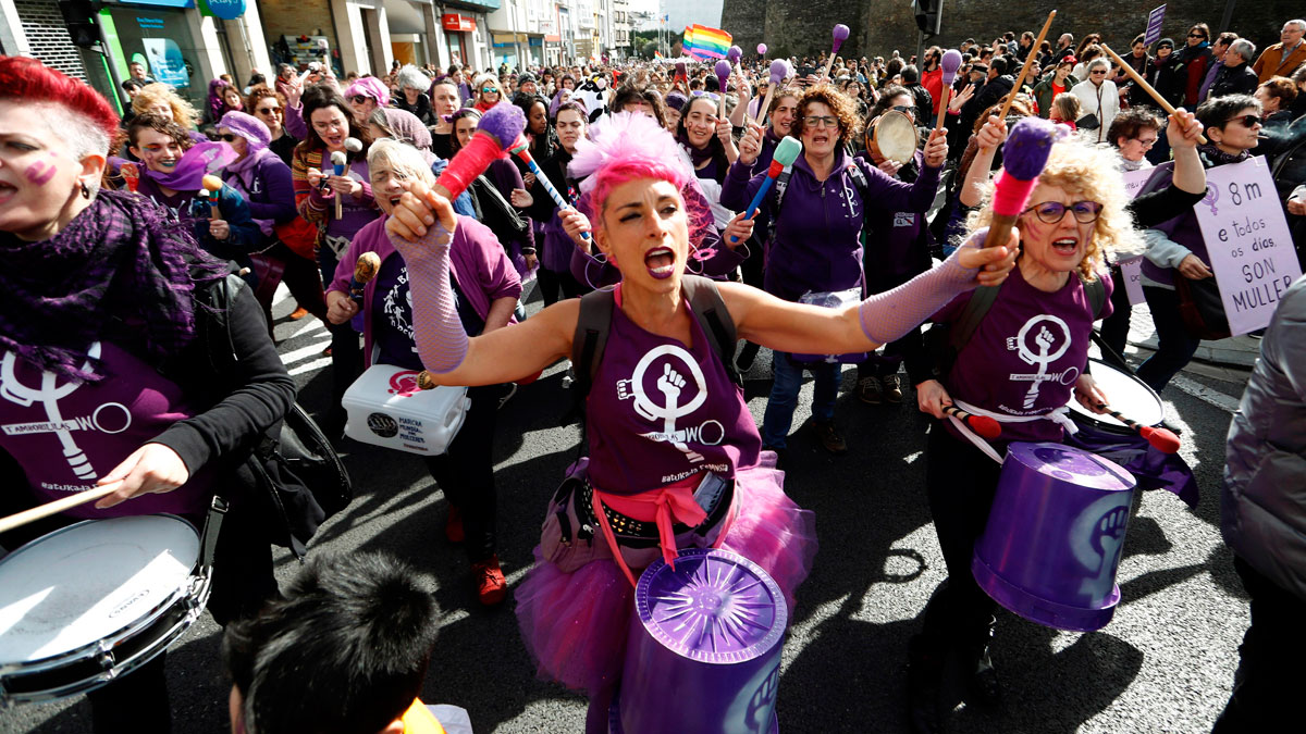 Ir al VideoMiles de mujeres se manifiestan en Lugo y en Madrid a una semana de la celebración del 8 de marzo