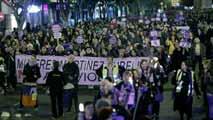 Ir al VideoMiles de personas salen a la calle en toda España para pedir el fin de la violencia de género
