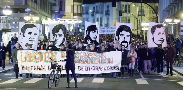 Miles de personas se han manifestado este martes en memoria de los cinco trabajadores que murieron por disparos de la Policía hace 39 años en Vitoria.