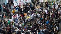 Ir al VideoMiles de personas se manifiestan en Hong Kong para pedir la liberación de cinco empleados de una editorial