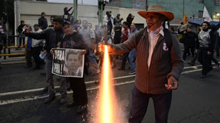 Miles de personas se manifiestan en México para exigir la vuelta con vida de los 43 estudiantes desaparecidos