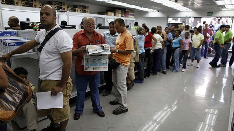 Venezuela controlará los supermercados con reservistas para luchar contra el desabastecimiento