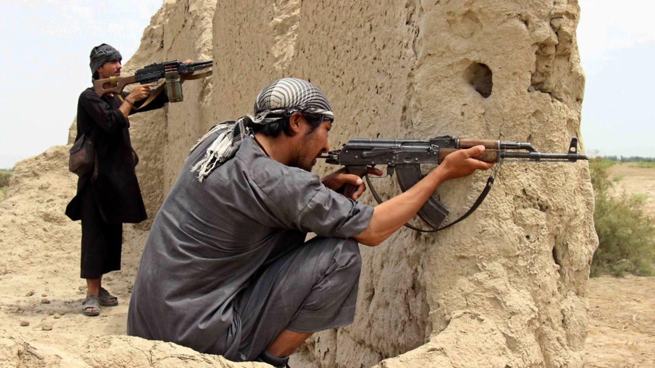Milicias locales toman posiciones para hacer frente a los talibanes en el distrito de Qala-e Zal, en la provincia de Kunduz, Afganistán