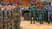 Ir al VideoMilitares españoles participan en la misión de la UE en Mali