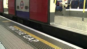 Vuelve la mítica voz al metro de Londres