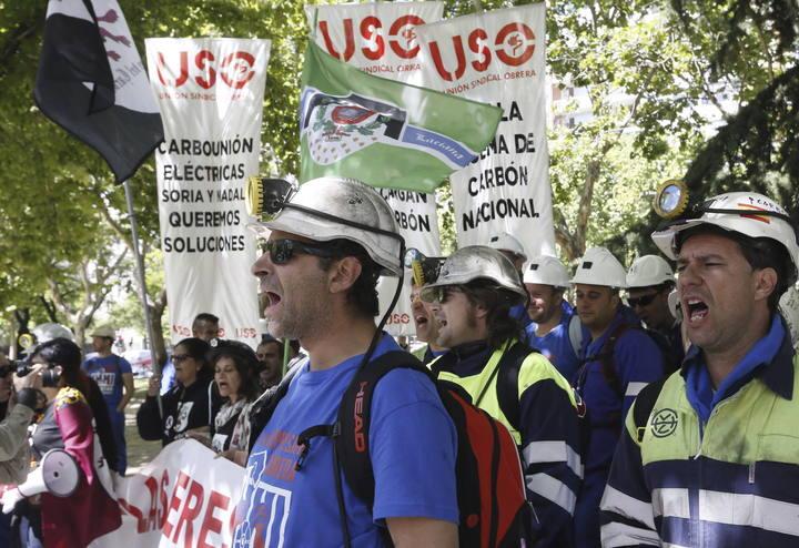 Los mineros se concentran en las puertas del Ministerio de Industria, en Madrid