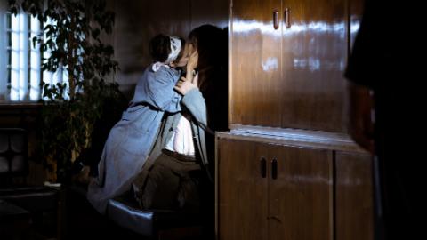 ¿Por qué besa Lola a Pacino?