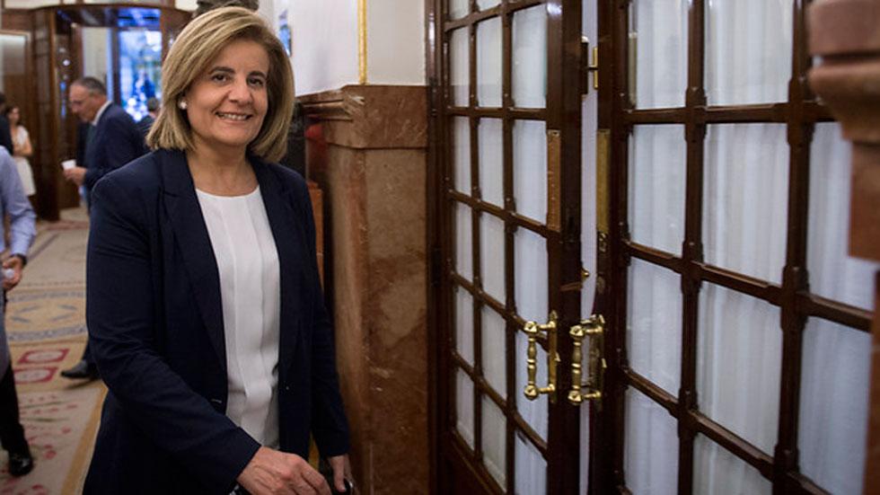 La ministra de Empleo ha anunciado en Luxemburgo que el Gobierno promoverá una ayuda directa de 430 euros para jóvenes