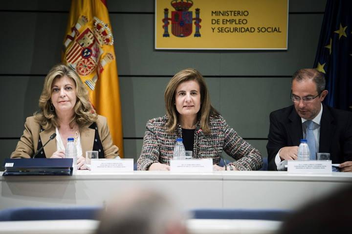 La ministra de Empleo, Fátima Báñez, la secretaria de Estado de Empleo, Engracia Hidalgo y el subsecretario de Empleo, Pedro Llorente, durante la Conferencia Sectorial de Empleo y Asuntos Laborales