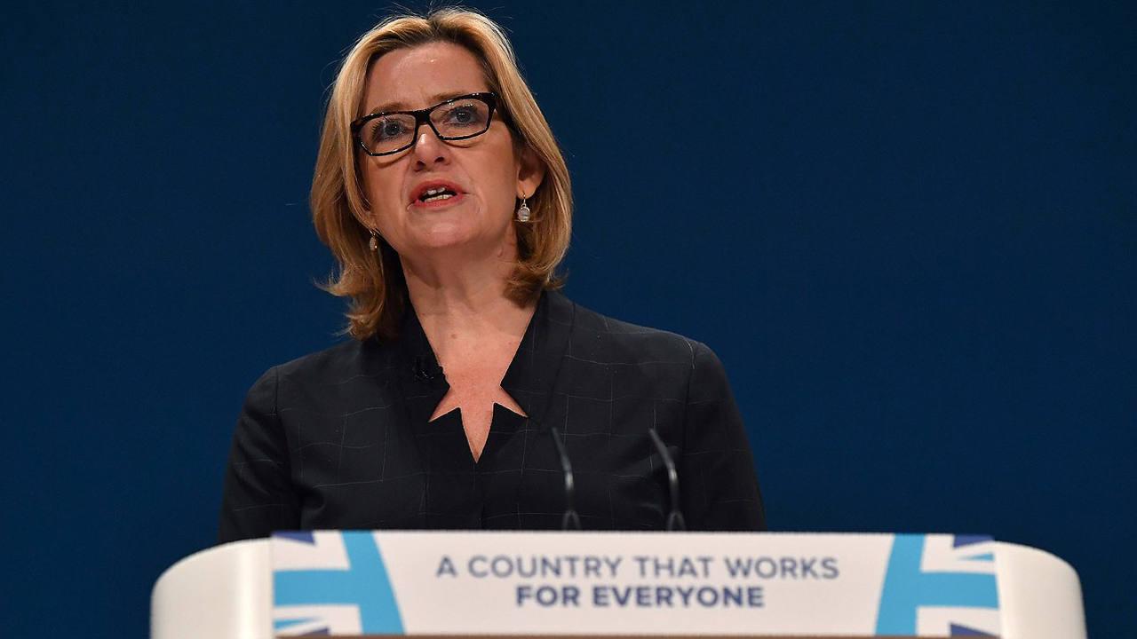 La ministra de Interior británica, Amber Rudd, durante su discurso en la conferencia del Partido Conservador en Birmingham, Reino Unido. AFP PHOTO / BEN STANSALL