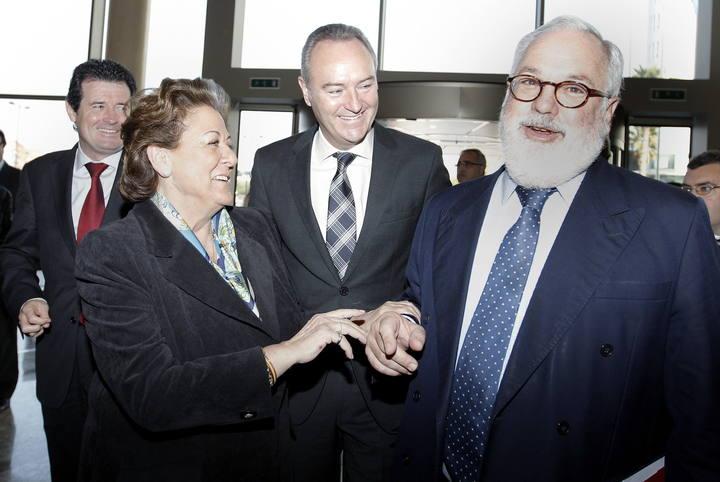 El Ministro de Agricultura, Miguel Arias Cañete (d), el president de la Generalitat Valenciana, Alberto Fabra (c), y la alcaldesa de Valencia, Rita Barberá.
