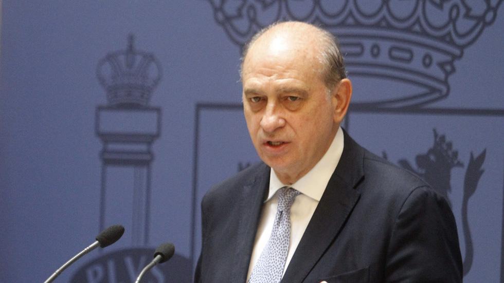 El ministro del interior comparecer el viernes en el for Escuchas ministro del interior