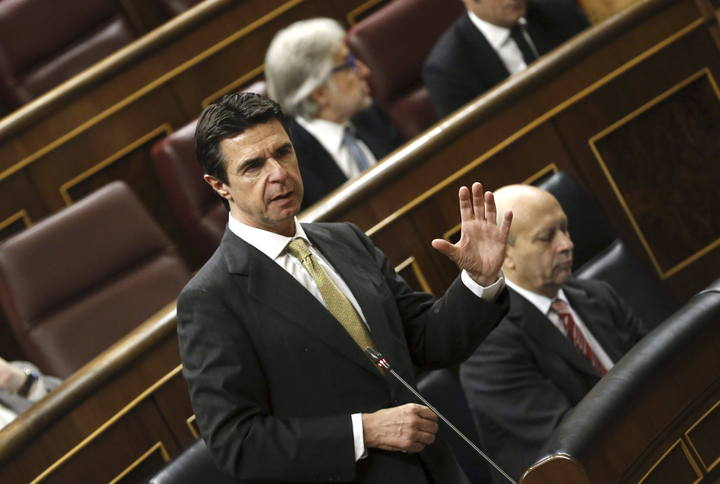 El ministro de Industria, Energía y Turismo, José Manuel Soria, durante su intervención en la sesión de control al Gobierno en el Congreso.
