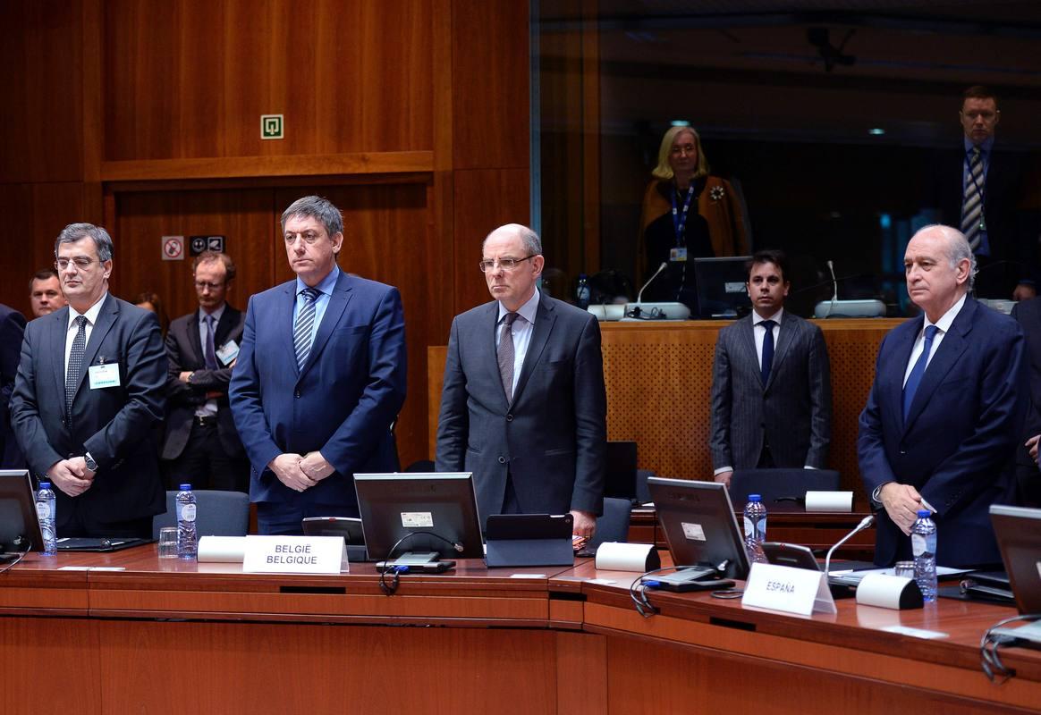Los ministros de Interior de la UE guardan un minuto de silencio por las víctimas de Bruselas