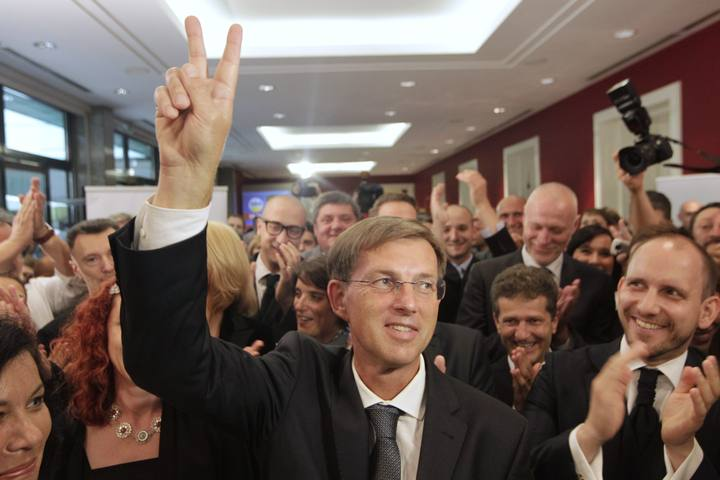 Miro Cerar, líder del SMC, celebra su victoria en las elecciones en Eslovenia