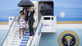 Momento de la llegada de Barack Obama al Aeropuerto de La Habana