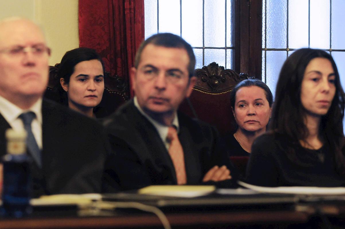 Monserrat Gónzalez y su hija Triana en el juicio por el asesinato de Isabel Carrasco
