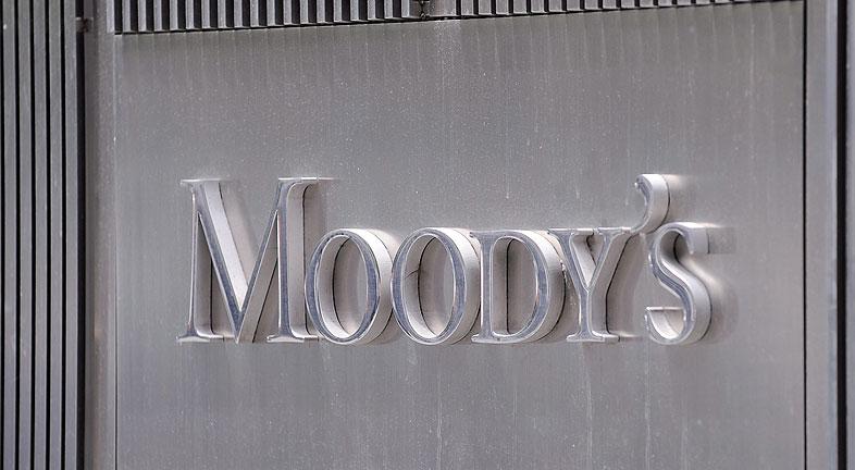 Moody's revisa amenaza con rebajar las calificaciones de ocho bancos españoles