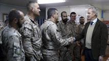 Ir al VideoMorenés visita a las tropas en Irak para reforzar el compromiso en la lucha contra el yihadismo