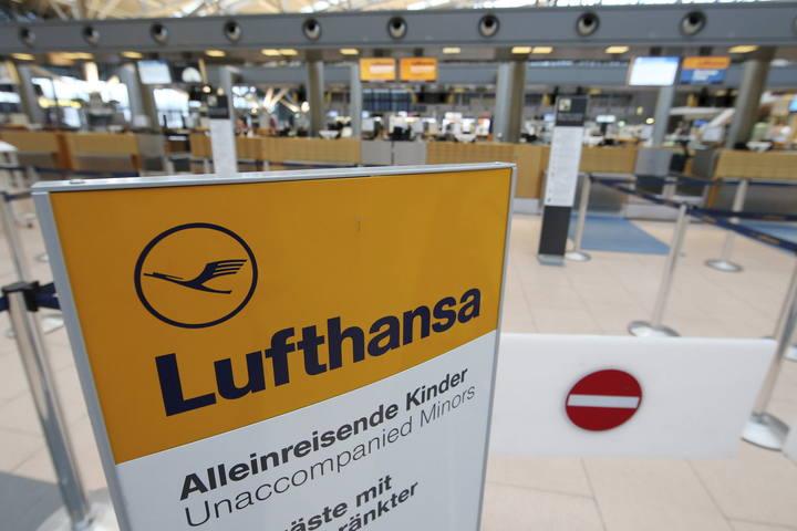Mostradores de Lufthansa en el aeropuerto de Hamburgo