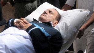 El expresidente egipcio Hosni Mubarak permanece en coma
