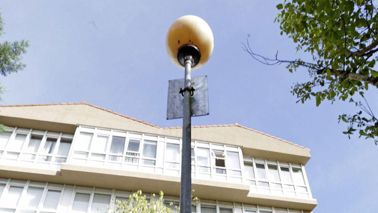 El Ayuntamiento de Santiago investiga la muerte de una joven electrocutada al tocar una farola