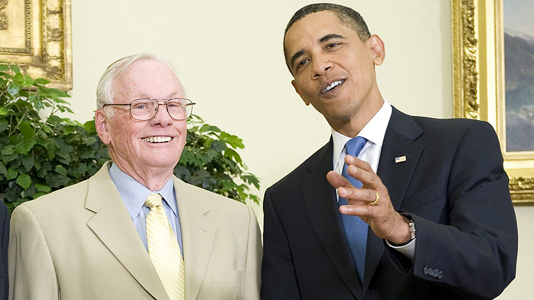 Obama recuerda al Neil Armstrong como el mayor héroe americano