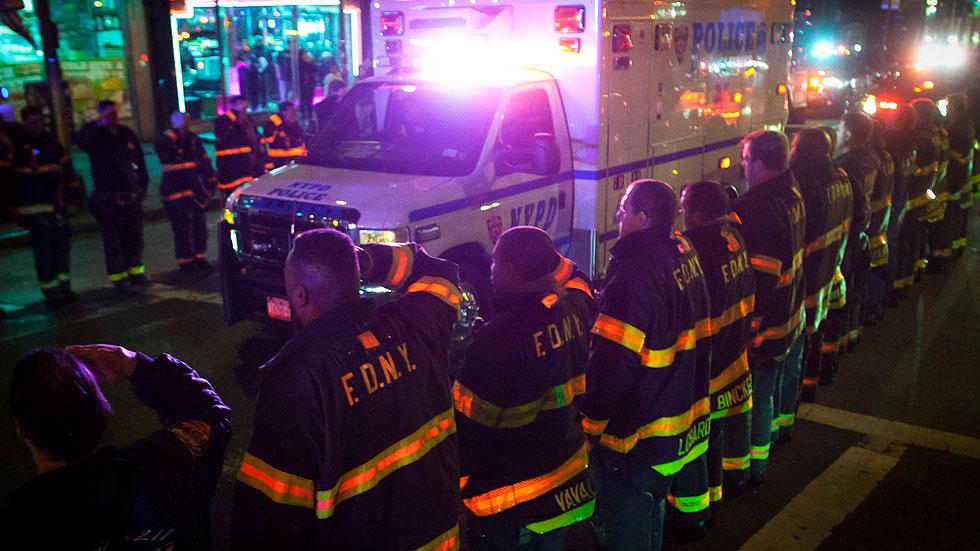 Mueren dos policías tiroteados en su coche patrulla en Nueva York