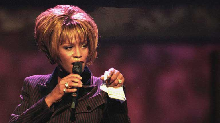 La muerte de Whitney Houston pone de luto al pop