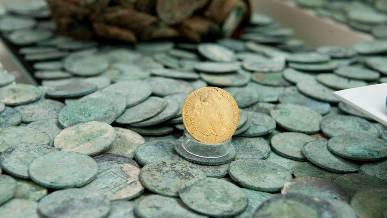 Una muestra de las monedas halladas en el pecio de 'Nuestra Señora de las Mercedes', en exposición en el Museo Nacional de Arqueología Subacuática
