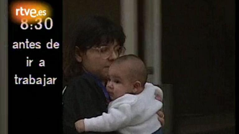 Línea 900 - Mujer, profesión, hijos. Una historia embarazosa (1992)