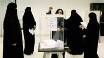 Ir al VideoUna mujer resulta elegida por primera vez para los consejos municipales saudíes