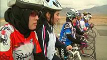 Ir al VideoMujeres afganas acortan las diferencias de género a golpe de pedal