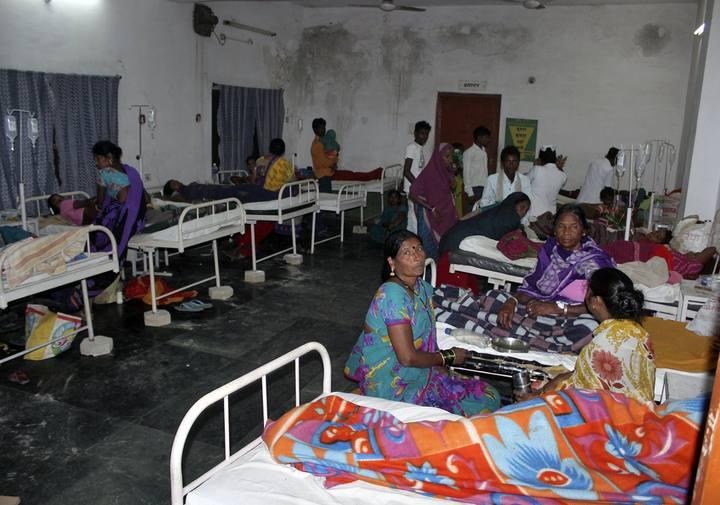 Mujeres ingresadas tras sufrir una infección en una campaña de esterilización en Bilaspur
