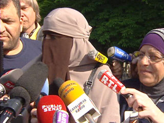 Las mujeres musulmanas no podrán llevar el velo integral en Francia