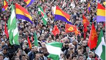Ir al VideoMultitudinaria manifestación en el centro de Madrid
