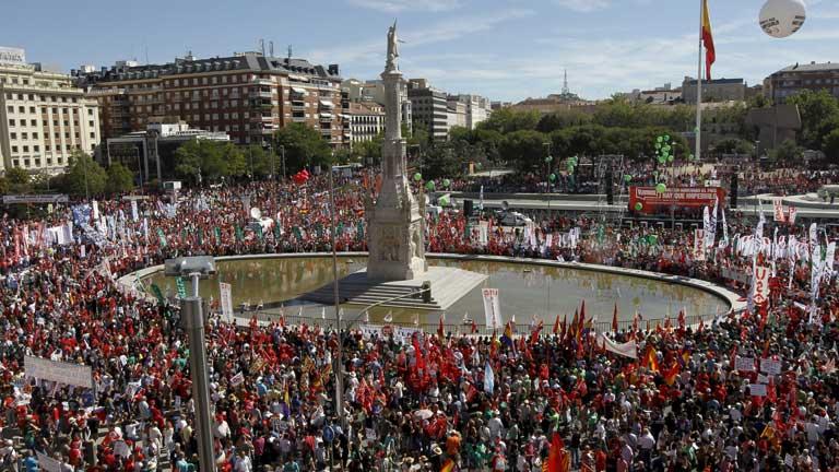 Multitudinaria manifestación en Madrid contra los recortes del Gobierno