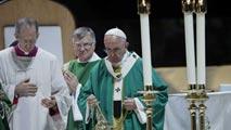 Ir al VideoMultitudinaria misa del Papa en Nueva York