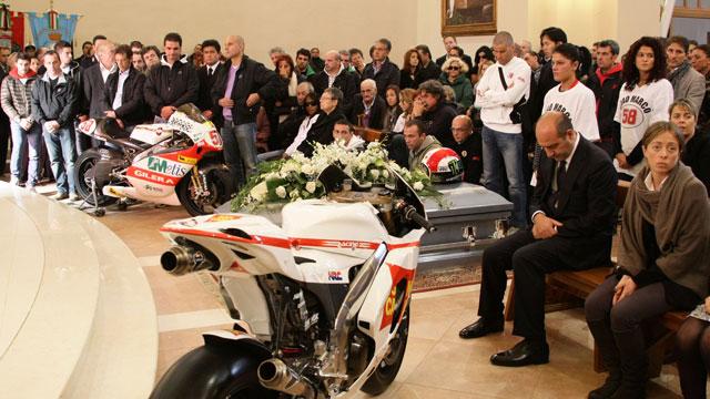 Multitudinario funeral de Marco Simoncelli