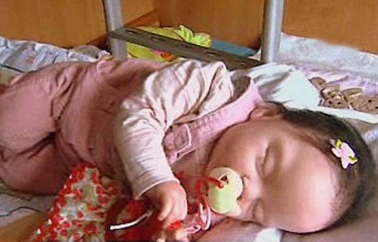 España Directo - Muñecos como bebés
