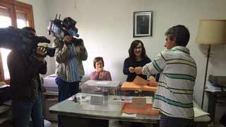 El municipio riojano de Villarroya, el primero en cerrar sus urnas