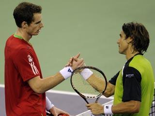 Murray suda para ganar a Ferrer