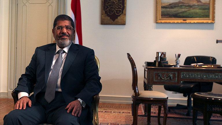 Mursi restituye el Parlamento egipcio disuelto por la cúpula militar