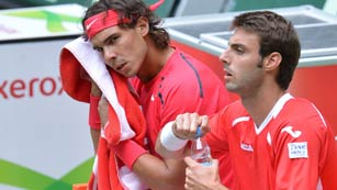 Nadal gana en dobles en víspera de su debut individual en Halle