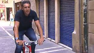 El navarro más famoso, Miguel Indurain, nos enseña el recorrido por las calles de Pamplona