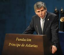 El neurólogo Arturo Álvarez-Buylia, durante su intervención.