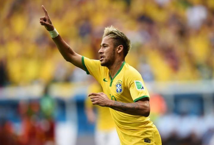 Neymar celebra uno de sus goles ante Camerún